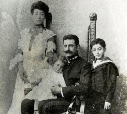 ο-μελάς-με-οικογένεια