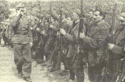 ΤΣΑΜΙΔΕΣ ΣΤΑ ΟΠΛΑ 1943