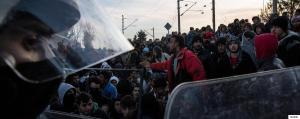Thousands of refugees wait for the Greek police to let them cross the Greek-F.Y.R. of Macedonian border near the village of Idomeni, Greece on December 3, 2015. / ???????? ????????? ?????????? ??? ??? ??????????? ????? ?? ??? ?????????? ?? ???????? ??? ?? ?????? ???????-????, ???? ????????, ???? 3 ??????????, 2015