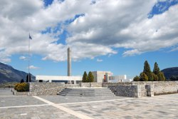 2steps_monuments_mafsolio_distomo_viotia_001