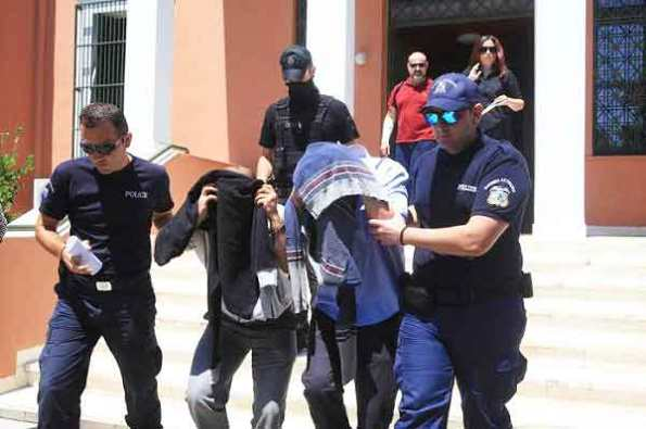 συλληφθεντες-600x399