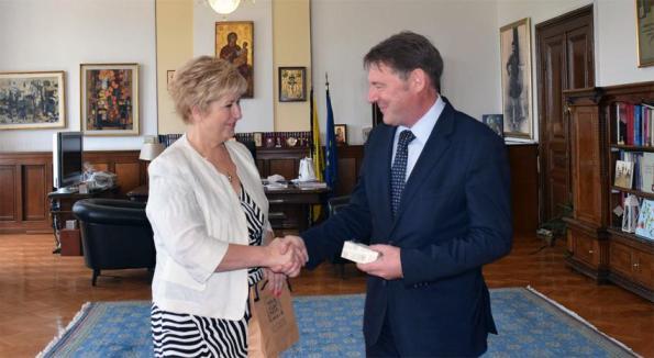 Η υφυπουργός Εσωτερικών και Διοικητικής Ανασυγκρότησης (Μακεδονίας-Θράκης) Μαρία Κόλλια-Τσαρουχά, συναντήθηκε με τον νέο Γενικό Πρόξενο Βουλγαρίας στη Θεσσαλονίκη, Vladimir Bogdanov Pisanchev, Τρίτη 28 Ιουνίου 2016. ΑΠΕ-ΜΠΕ/ΥΜΑΘ/STR